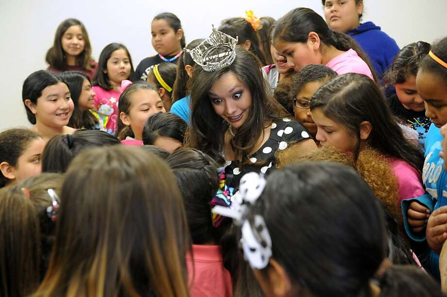 The pressing issues facing America's youth addressed:Miss Texas DaNae Couch takes questions from fourth-grade girls at Martinez Elementary School in Abilene about securing scholarship money to pay for law school, learning to twirl and shoes. Photo: Nellie Doneva, Associated Press