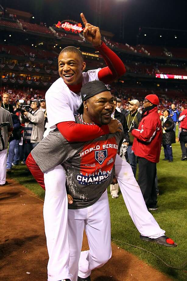 Reliever Arthur Rhodes has played for 10 different MLB teams in his 43 years. The kid on his shoulders is not his son but then-teammate Adron Chambers. Photo: Dilip Vishwanat, Getty Images