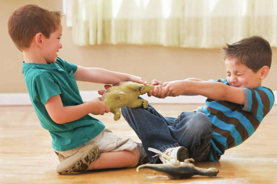 3.5Research shows that brothers and sisters between 3 and 7 years old engage in conflict an average of 3.5 times an hour. Younger kids fight even more, with fights happening every 10 minutes. source: tinyurl.com/hl13siblings Photo: KidStock, Getty Images/Blend Images / Blend Images