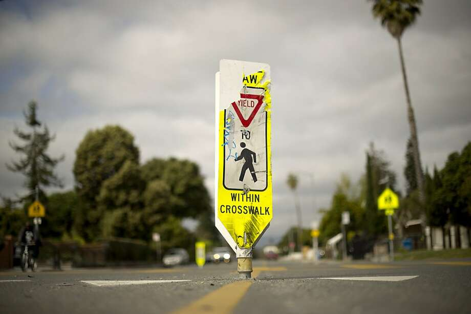 A battered sign marks a pedestrian crosswalk at the corner of Bay Rd. and Gloria Way in East Palo Alto, Calif., on Wednesday, March 27, 2013. Siorelli Torres, 6, was struck and killed by a car at this intersection. (Photo by Noah Berger) Photo: Noah Berger, Center For Investigative Reporti