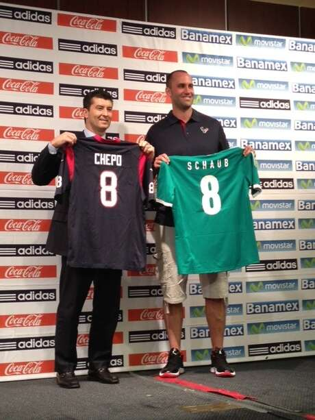 Mexican national team coach Jose Manuel De La Torre and Texans quarterback Matt Schaub were on hand for Monday's announcement that El Tri will play Nigeria in a soccer friendly at Reliant Stadium on May 31.