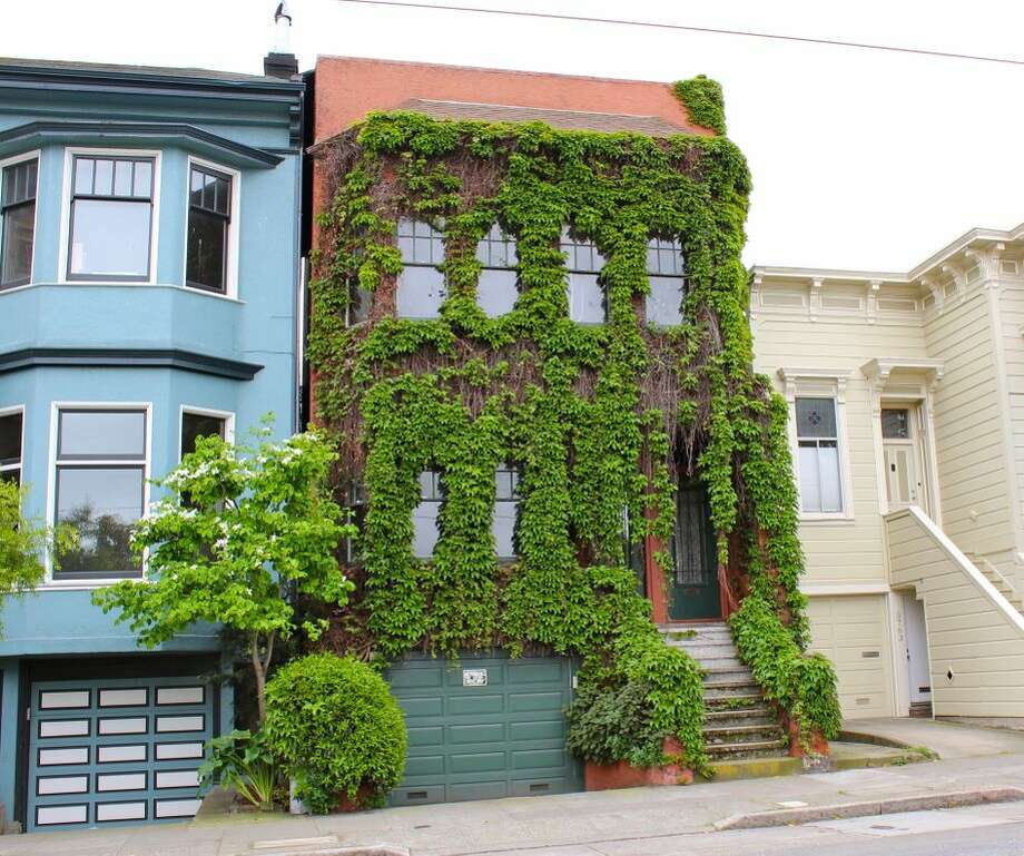 4. The Addams Family House: spooky but kind of playful as well, this home hasn't seen a set of pruning sheers in decades. Neighborhood: Castro (17th between Church and Sanchez Streets). Photo via Alexandra Kenin, Urban Hiker SF