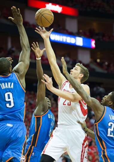 Rockets forward Chandler Parsons draws attention from a trio of Thunder players as he drives during