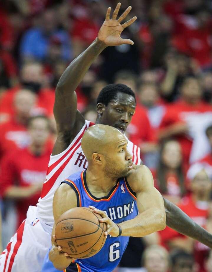 Rockets point guard Patrick Beverley defends Thunder point guard Derek Fisher. Photo: James Nielsen, Houston Chronicle