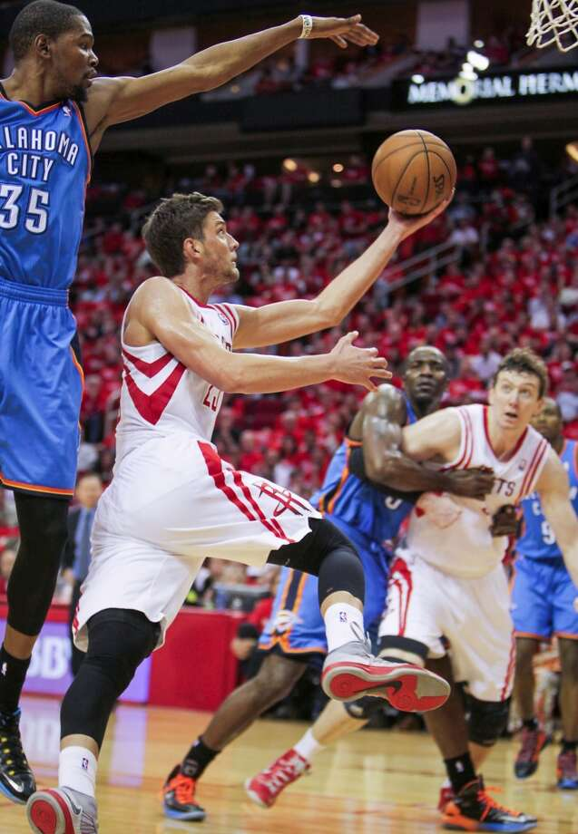 Chandler Parsons goes up for a shot as the Thunder's Kevin Durant defends. Photo: James Nielsen, Houston Chronicle