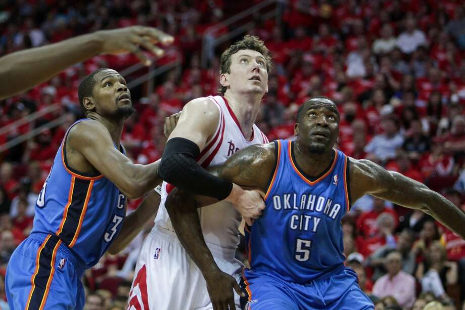 Kevin Durant left, and Kendrick Perkins box out Omer Asik. Photo: James Nielsen, Houston Chronicle