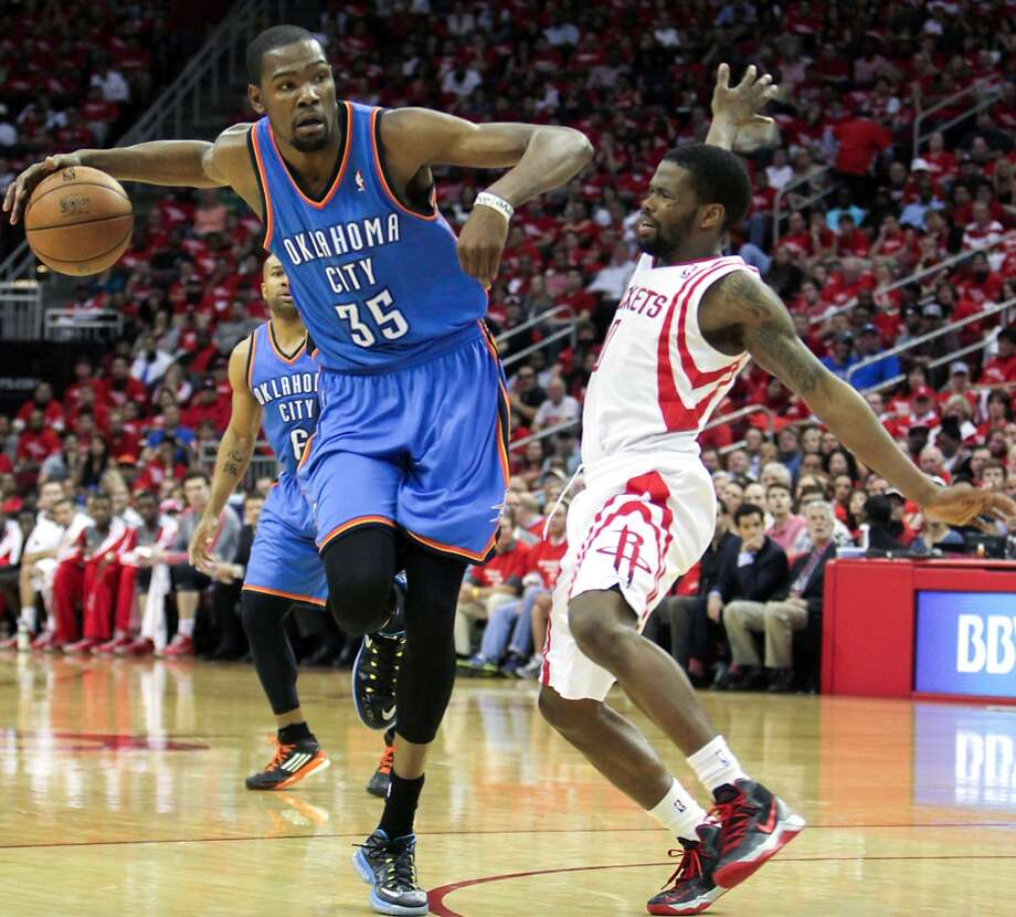 Kevin Durant of the Thunder pushes off Rockets point guard Aaron Brooks. Photo: James Nielsen, Houston Chronicle