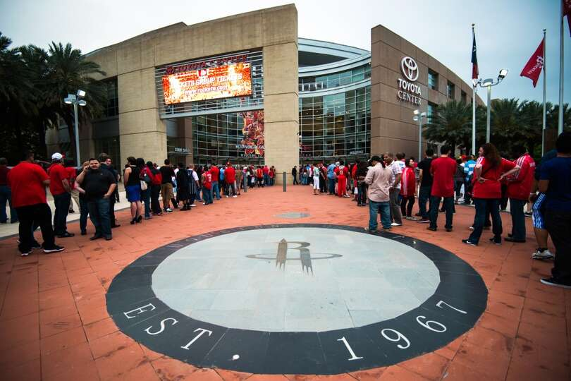 Fans wait for the gates to open before Game 4.