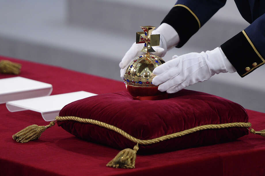 The crown is laid on a velvet cushion inside the Nieuwe Kerk (New Church) in Amsterdam on April 30, 2013 during the last preparations for the inauguration of King Willem-Alexander of the Netherlands. Photo: ROBIN UTRECHT, AFP/Getty Images / 2013 AFP