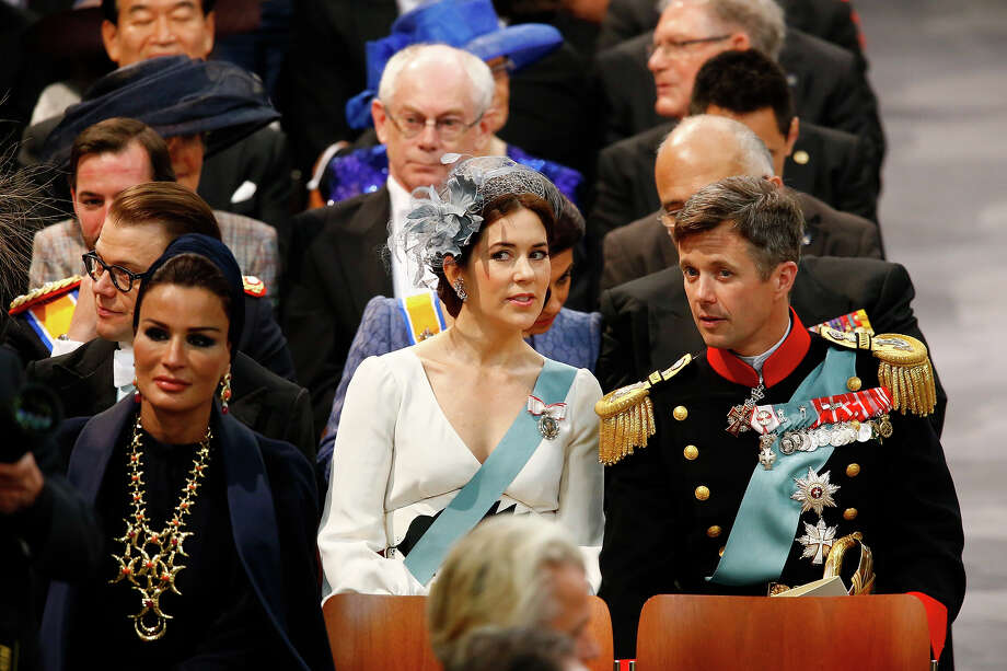 Sjeikha Moza bint Nasser al Misned of Qatar (L), Princess Mary of Denmark and Prince Frederik of Denmark (R) attend the inauguration of HM King Willem Alexander of the Netherlands and HRH Princess Beatrix of the Netherlands at New Church on April 30, 2013 in Amsterdam, Netherlands. Photo: Pool, Getty Images / 2013 Getty Images