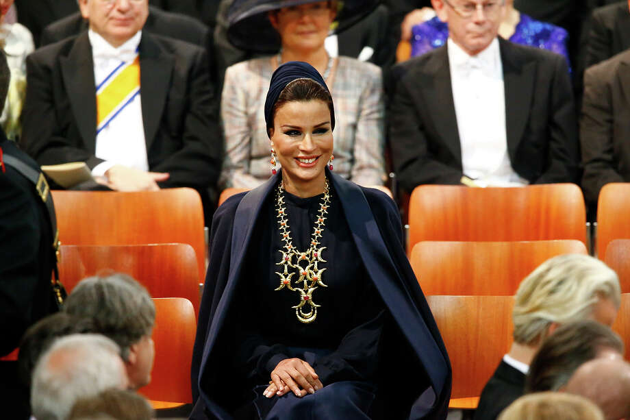 Sjeikha Moza bint Nasser al Misned of Qatar attends the inauguration of HM King Willem Alexander of the Netherlands and HRH Princess Beatrix of the Netherlands at New Church on April 30, 2013 in Amsterdam, Netherlands. Photo: Pool, Getty Images / 2013 Getty Images