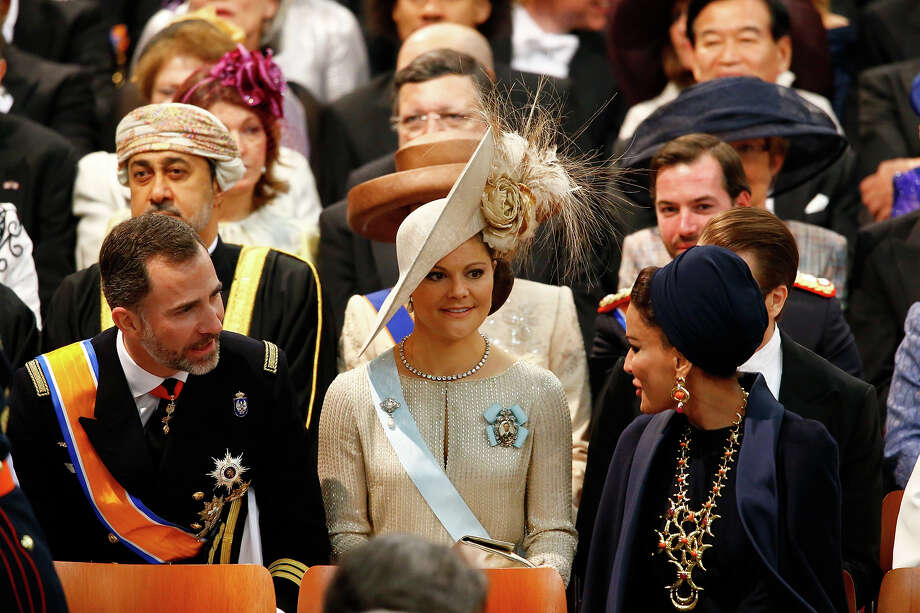Sjeikha Moza bint Nasser al Misned of Qatar (R), Princess Victoria of Sweden and Prince Felipe of Spain (L) attend the inauguration of HM King Willem Alexander of the Netherlands and HRH Princess Beatrix of the Netherlands at New Church on April 30, 2013 in Amsterdam, Netherlands. Photo: Pool, Getty Images / 2013 Getty Images