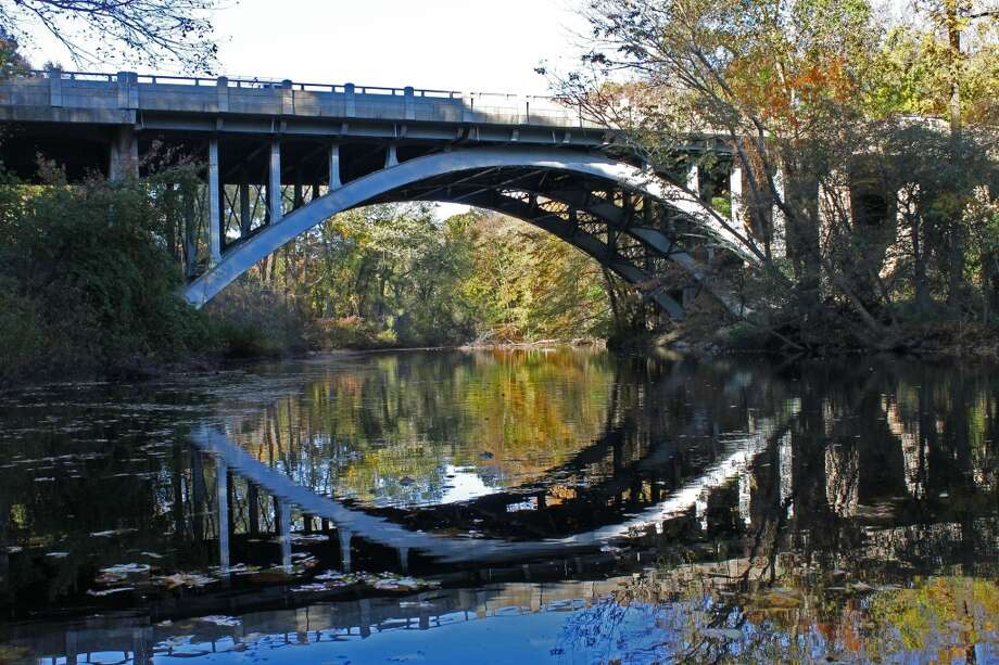 A more recent view of the Merritt Parkway bridge