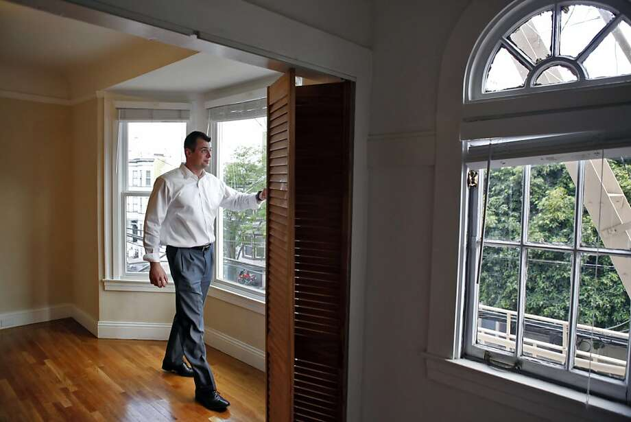 Kevin Hall, moving from Sacramento, is in the highly competitive San Francisco apartment-hunt. Photo: Carlos Avila Gonzalez, The Chronicle