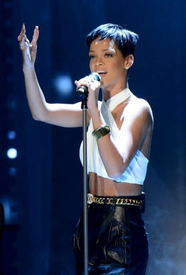 The super short haircut Rihanna.