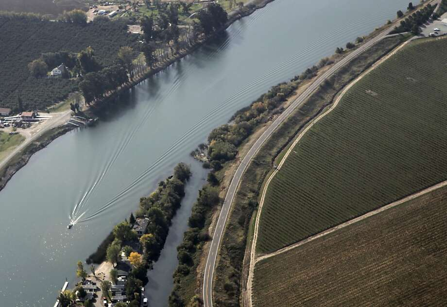 State Highway 160 along the Sacramento River. Photo: Paul Chinn, The Chronicle