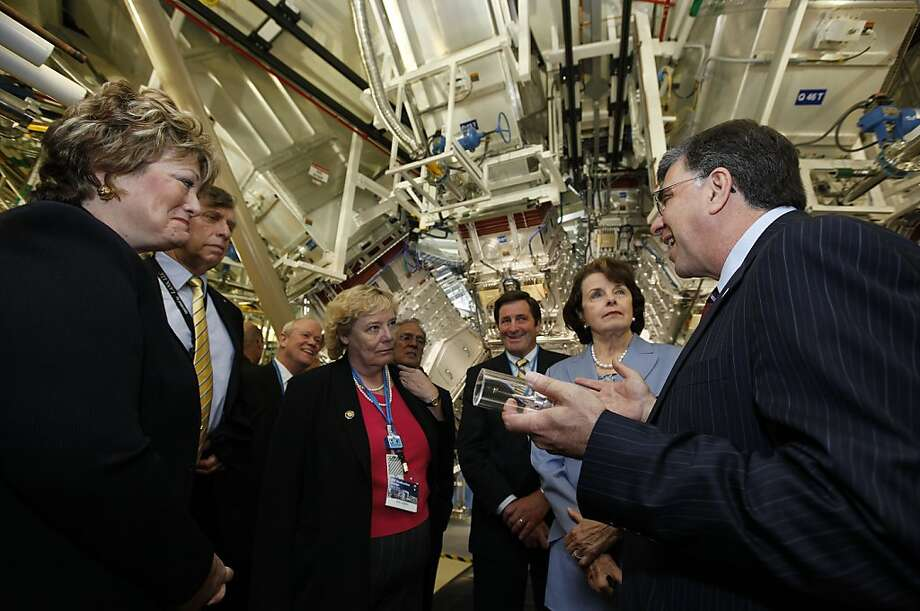 Ed Moses (right) tours the National Ignition Facility with Sen. Dianne Feinstein, other local politicians at the NIF dedication. Photo: Michael Macor, The Chronicle