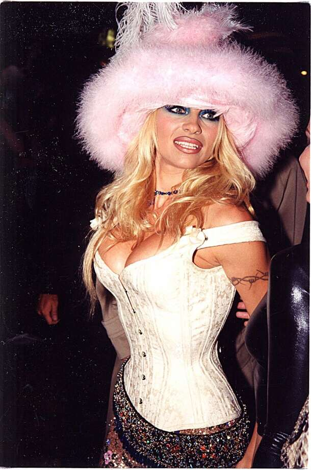 The fuzzy pink hat was a memorable accessory at the 1999 MTV Video Music Awards.