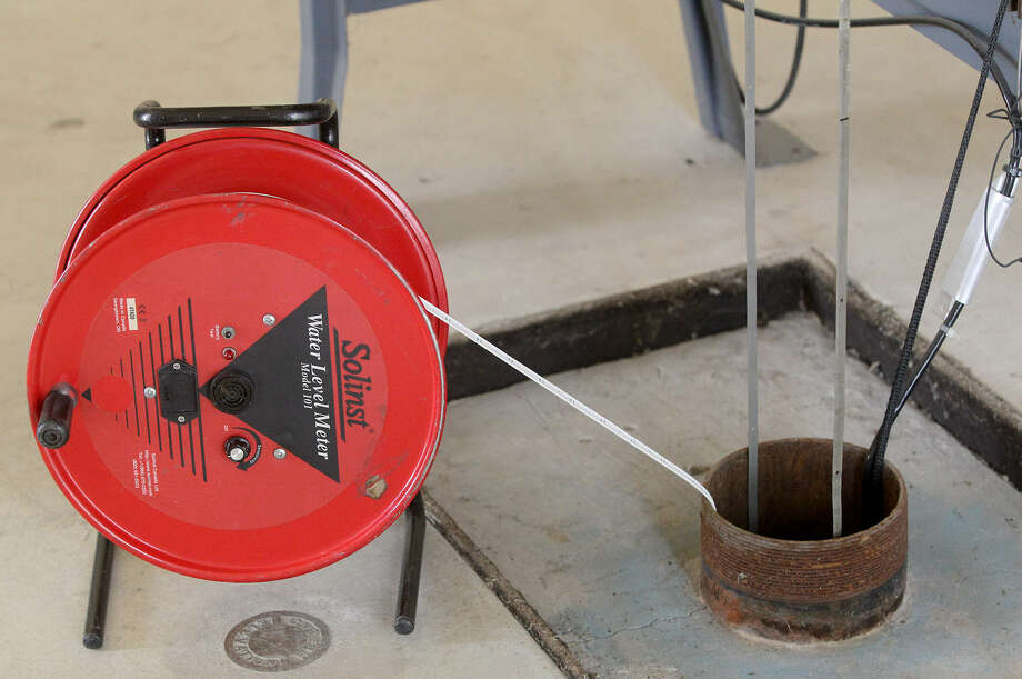 This device at the J-17 well is used to determine the level of the Edwards Aquifer. Photo: John Davenport / San Antonio Express-News