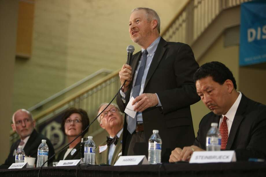 Seattle Mayor Mike McGinn:  Is he claiming advantages of incumbency while still p0laying role of insurgent?.
