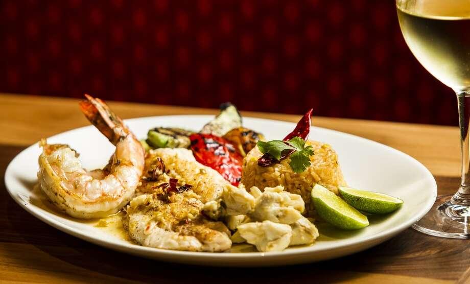 La Casa del Caballo shrimp and filet filete plate. Photo: Nick De La Torre, Chronicle