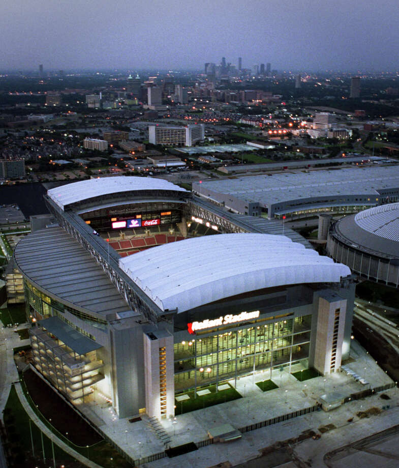 Reliant Stadium right here in Houston is a good example of Populous' work. Reliant featured the NFL's first retractable roof. Photo: SMILEY N. POOL, HOUSTON CHRONICLE / HOUSTON CHRONICLE