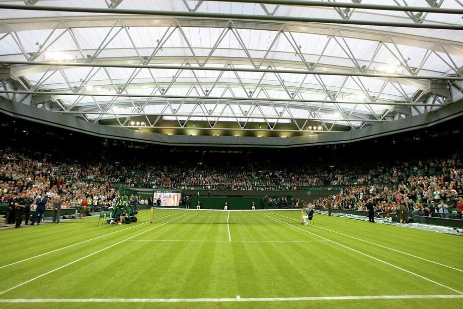 Wimbledon Centre Court with the new retractable roof at Wimbledon's All England Lawn Tennis Club in Wimbledon. The renovation and roof addition was finished in 2009. Photo: GLYN KIRK, AFP/Getty Images / AFP