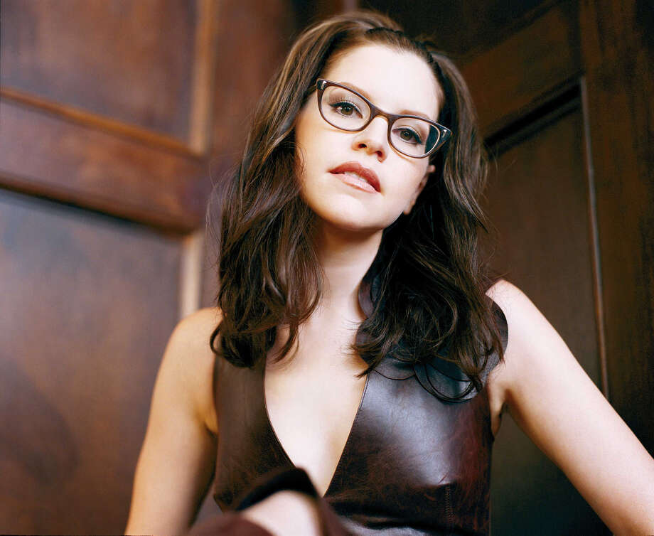 "ADVANCE FOR WEEKEND EDITIONS, MARCH 28-31--This is an undated publicity portrait of singer-songwriter Lisa Loeb. Loeb, whose black eyeglasses have become her trademark, released a third album, ""Cake and Pie,"" in late February. (AP Photo/Baker Northrop, ho)  HOUCHRON CAPTION  (02/13/2003):  LISA LOEB STOPS AT THE RHYTHM ROOM SUNDAY. / BAKER-NORTHROP"