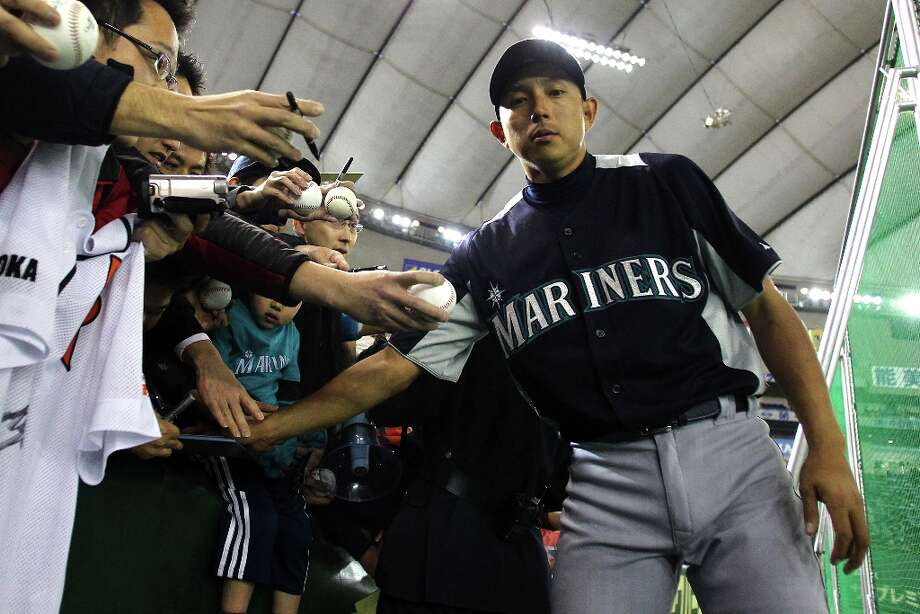 Infielder Munenori Kawasaki #61 of Seattle Mariners looks on during the warms up prior to funs sain during the pre season game between Yomiuri Giants and Seattle Mariners at Tokyo Dome on March 26, 2012 in Tokyo, Japan. Photo: Koji Watanabe, Getty Images / 2012 Getty Images