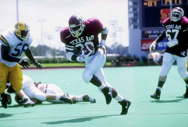 Aggies running back Randy Simmons runs down the field during a game against LSU at Kyle Field in College Station on Sept. 14, 1991. Texas A&M won the game 45-7. Photo: Joe Patronite, Allsport Via Getty Images / Getty Images North America