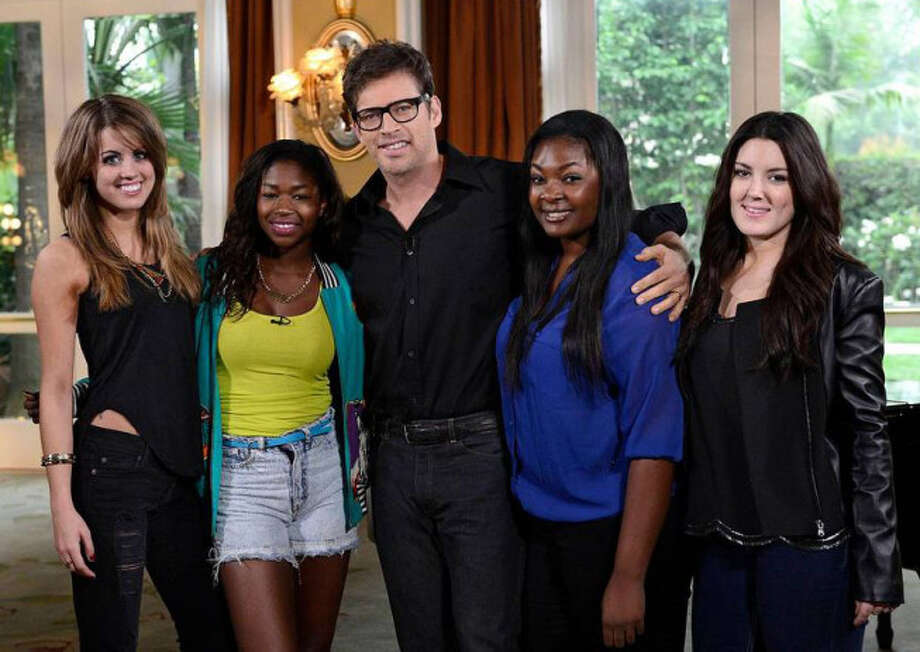 AMERICAN IDOL: Multi-talented artist Harry Connick, Jr mentors the final 4 on AMERICAN IDOL airing Wednesday, May, 1 (8:00-10:00 PM ET/PT) on FOX. L-R: Angie Miller, Amber Holcomb, Harry Conick, Jr. Candice Glover and Kree Harrison. CR: Michael Becker / FOX. Copyright: FOX.