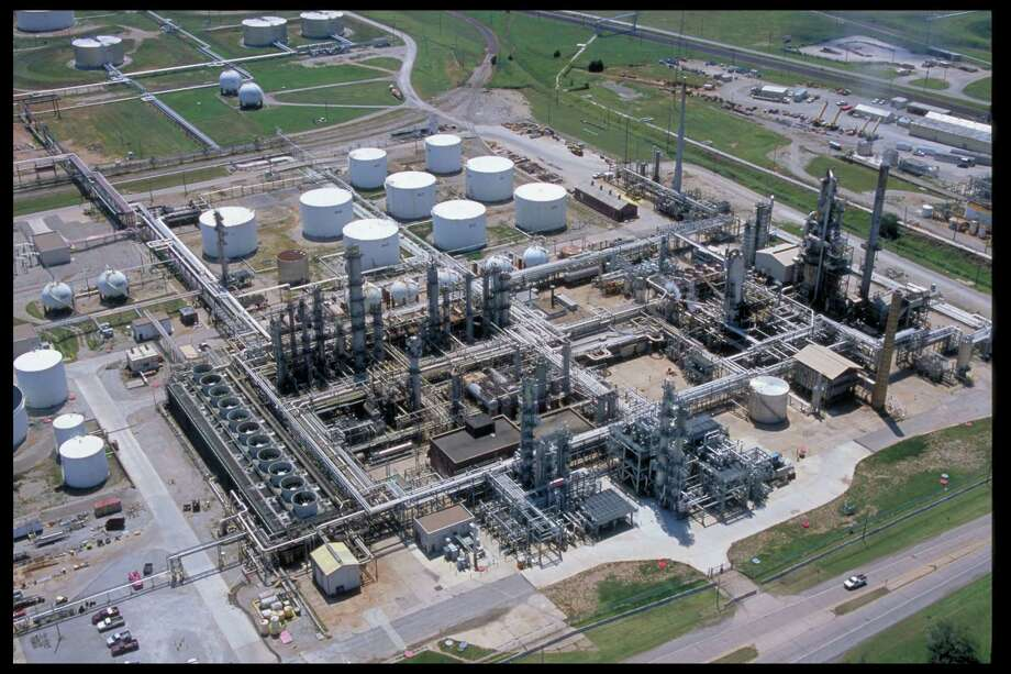 Phillips 66's refinery in Ponca City, Okla., is refining cheaper crude from the Mississippi Lime play instead of pricier West Texas Intermediate crude oil. Photo: Phillips 66 Ponca City Refinery