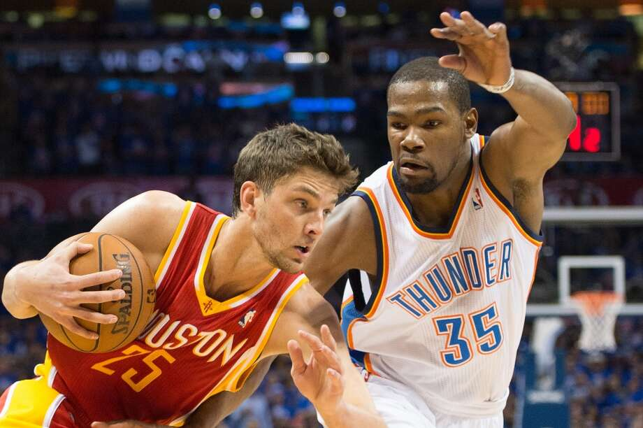 Rockets forward Chandler Parsons drives on Thunder forward Kevin Durant. Photo: Smiley N. Pool, Houston Chronicle