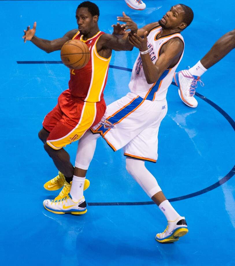 Rockets point guard Patrick Beverley takes a rebound away from Thunder small forward Kevin Durant. Photo: Smiley N. Pool, Houston Chronicle