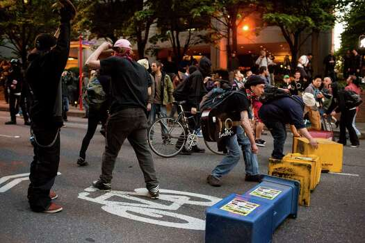 Protesters attempt to set up a barricade on Pine Street. Photo: JORDAN STEAD, SEATTLEPI.COM / SEATTLEPI.COM
