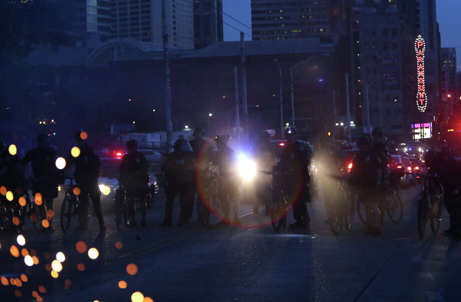 Officers advance toward Capitol Hill from downtown on Pine Street. Photo: JOSHUA TRUJILLO, SEATTLEPI.COM / SEATTLEPI.COM