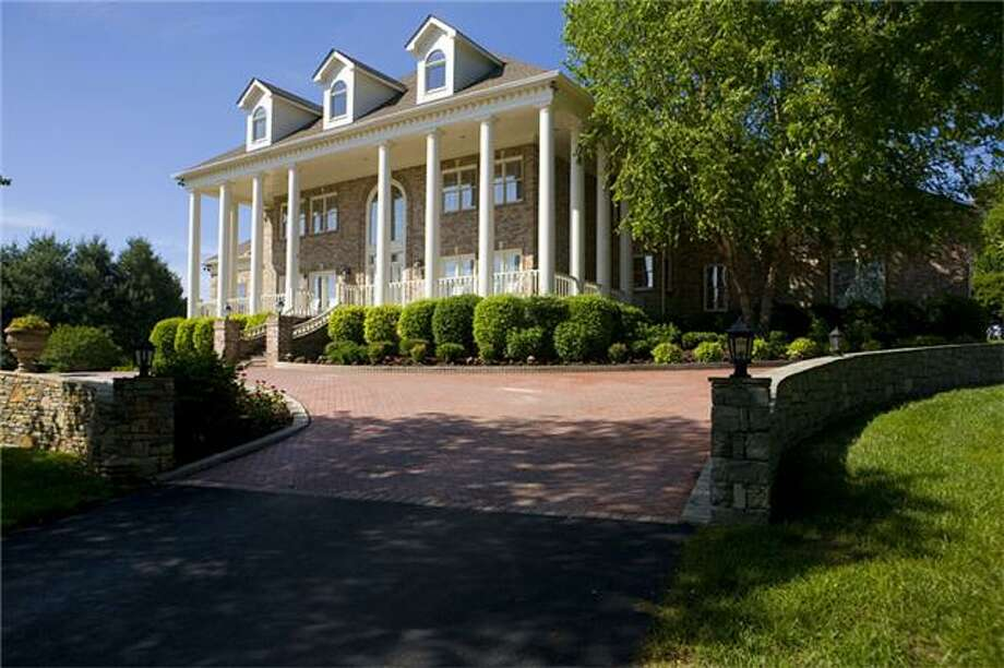 This is the inside of George Jones estate in Franklin, Tenn. The property is listed for $8 million. The iconic singer recently died at the age of 81. Photo: Bailey & Ivey Realtors / Realtracs Solutions, TN