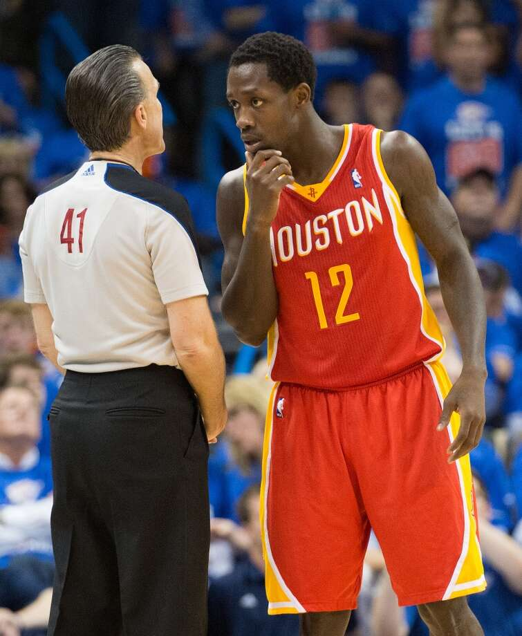 Rockets point guard Patrick Beverley talks with referee Ken Mauer.