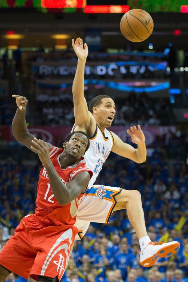 Thunder shooting guard Kevin Martin (23) knocks a loose ball away from Rockets point guard Patrick Beverley (12).