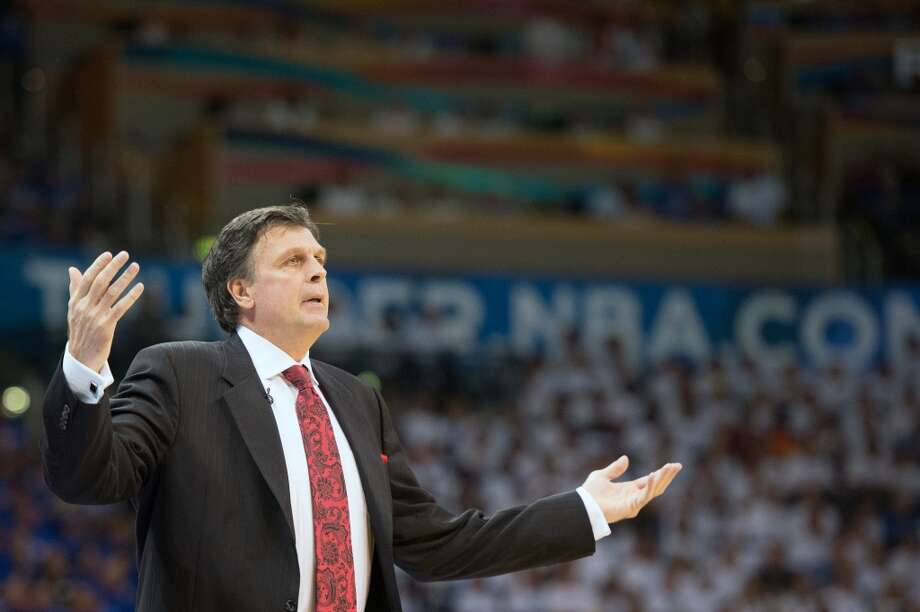Rockets head coach Kevin McHale argues a call during the first half.