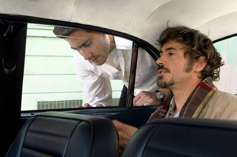 "This image provided by Warner Bros., shows actors Jake Gyllenhaal, left, and Robert Downey Jr., as news reporters searching for a serial killer in Paramount Pictures' ""Zodiac."" ""Zodiac"" and other recent epic-length movies reflect an age-old Hollywood balancing act between satisfying filmmakers' artistic desires without causing audiences to squirm in their seats. (AP Photo/Warner Bros.) ** NO SALES ** / WARNER BROS"