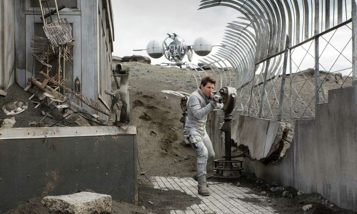 """Tom Cruise on the observation deck of the Empire State Building in """"Oblivion."""" (AP Photo/Universal Pictures)"""