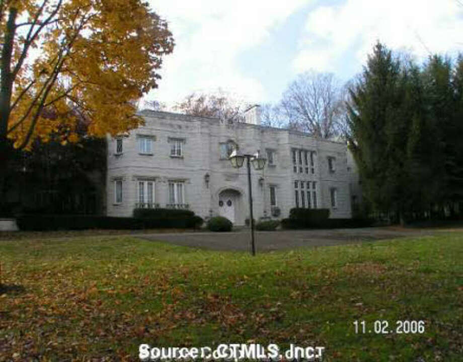 A million dollars will buy you a palace in Naugatuck – or at least a nine-bedroom, nine-bathroom, 15,188 square foot mansion built in 1929. (Dare we consider what this would cost in Greenwich?) This house, which is listed for $849,900 will set you up with a 1.1 acre lot, a four-car garage and an extra $150,000 left from the $1 million budget. Naugatuck is, after all, the cheapest town to buy into in Southwestern Connecticut. With a median value of an owner-occupied home at $221,400, according to the Census, it has the lowest median value of all 31 towns and cities in our area.