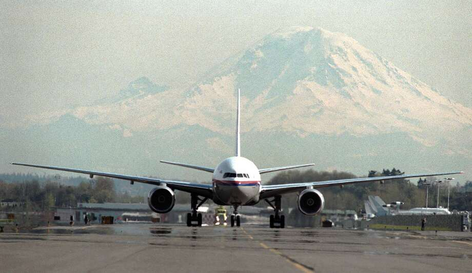 A Boeing 777 taxis after finishing an extended-range twin-engine test on April 2, 1997. Photo: GILBERT W. ARIAS