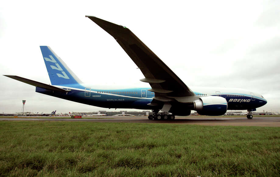 A Boeing 777-200LR lands at Heathrow Airport achieving a world record-breaking non-stop flight from Hong Kong on Nov. 10, 2005. The aircraft, carrying 35 passengers and with four alternating pilots, flew non stop for around 23 hours, and set a new record for the furthest distance flown by a commercial aircraft in its category. Photo: JANE MINGAY, Associated Press / AP