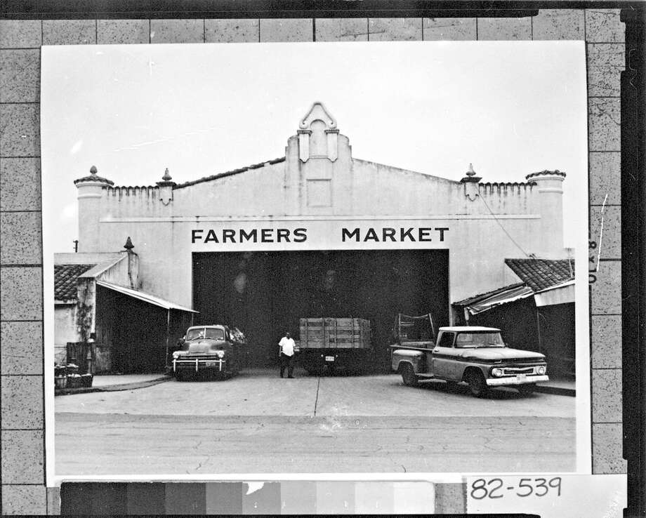 Exterior of the Farmers Market is seen from the San Saba Street entrance in 1970. It is part of the Market Square complex. Photo: UTSA Libraries Special Collections / San Antonio Development Agency / UTSA SPECIAL COLLECTIONS