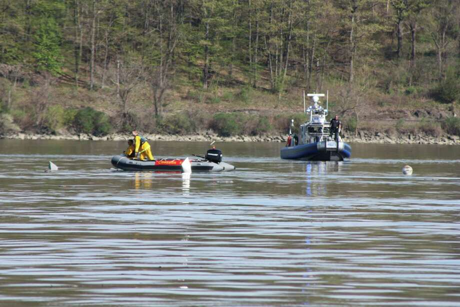 Searchers look for clues and possible survivors after a plane crash into the Hudson River. (Courtesy of Janice Colvin)