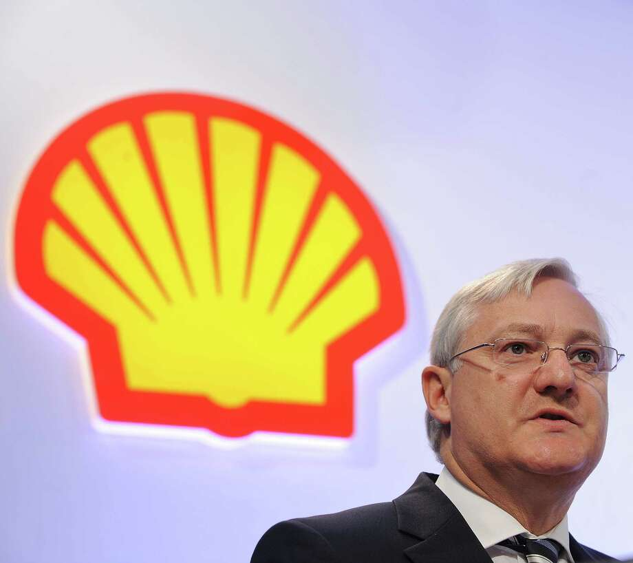In replacing CEO Peter Voser, who has been CEO for nearly four years, Royal Dutch Shell plans to look inside the company and outside. Photo: BEN STANSALL, Staff / AFP