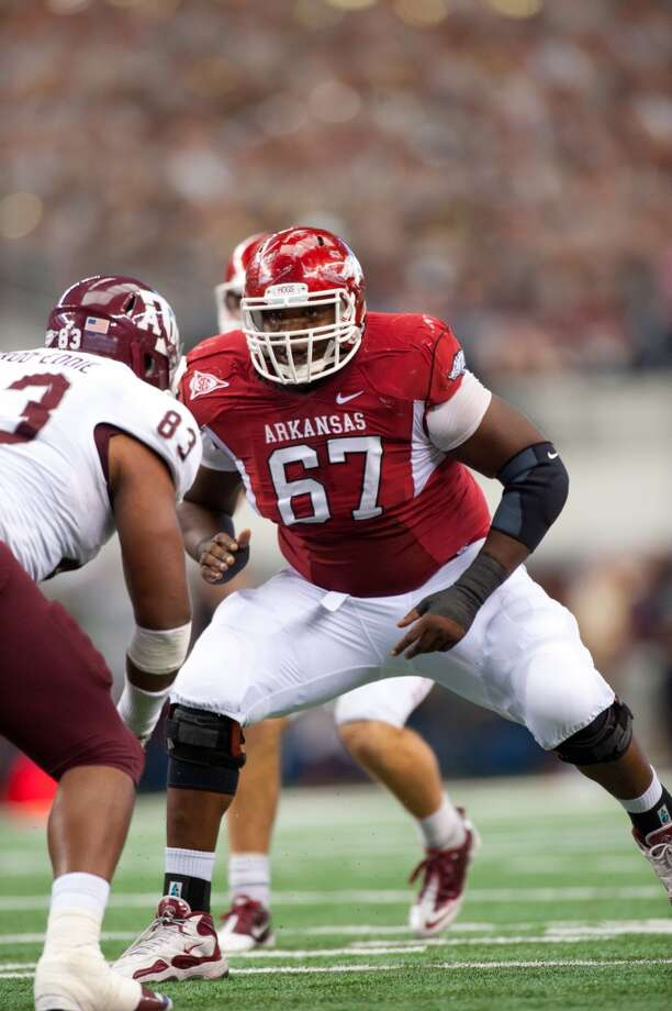 Alvin Bailey, offensive tackle College: Arkansas | Height: 6-foot-3 | Weight: 312 pounds  Bailey decided to enter the draft after his junior year, but didn't end up getting selected. From 2010 through 2012, his freshman through junior years, he started in every Razorbacks game and often switched playing left or right guard in Arkansas' system. Seattle apparently is planning to use him as an offensive tackle. Bailey earned second-team All-SEC honors in 2011, his sophomore season, and had been regarded as one of the better offensive linemen in the 2013 draft class. At the NFL Scouting Combine in February, he was one of the top performers at his position with a time of 4.95 seconds in the 40-yard dash.