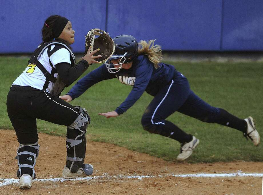 Kahlie Barrett (right) and Smithson Valley had no trouble in a 17-2, five-inning run-rule victory over Hailey Miller and East Central on Thursday. Photo: Billy Calzada / San Antonio Express-News